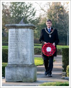 Picture of Mayor of Halstead laying a wreath
